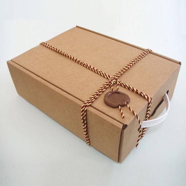 Картонная коробочка для подарка
